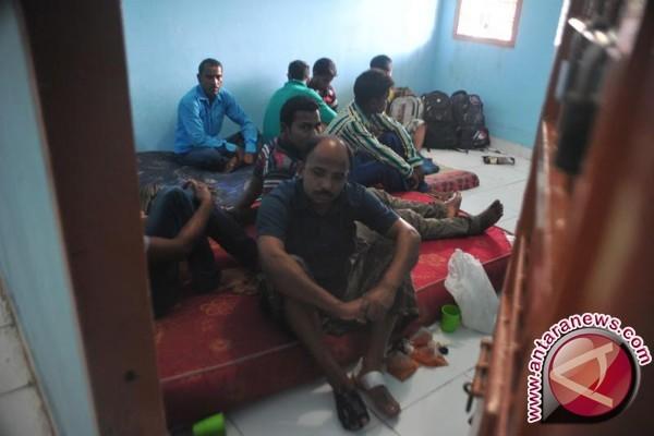Imigrasi Palembang amankan belasan warga Bangladesh