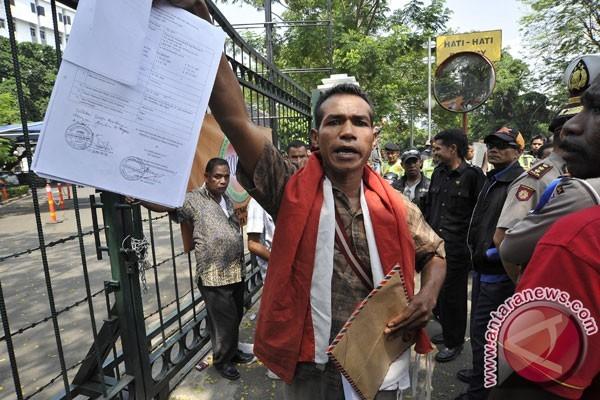 Warga eks Timor Timur memohon bantuan presiden