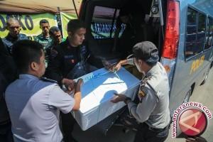 Evakuasi Korban Pesawat Jatuh Polri