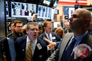 Wall Street turun akibat kekhawatiran kenaikan suku bunga