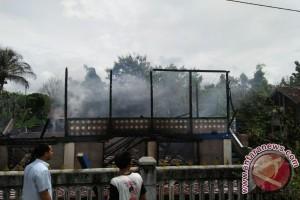 Nenek renta selamat dari kebakaran rumah