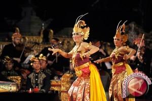 Dua penari asal Jerman curi perhatian kampanye damai di Bali