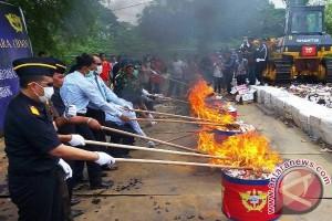 Bea Cukai Palembang musnahkan barang sitaan Rp1,8 miliar
