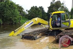 Beli alat khusus untuk percepat normalisasi sungai