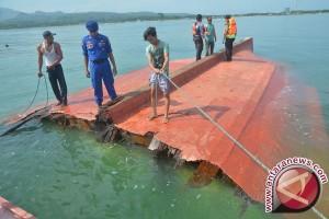 Kapal pengangkut pupuk karam di Bangka Tengah