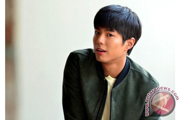 Aktor korea Park Bo Gum tiba di Jakarta