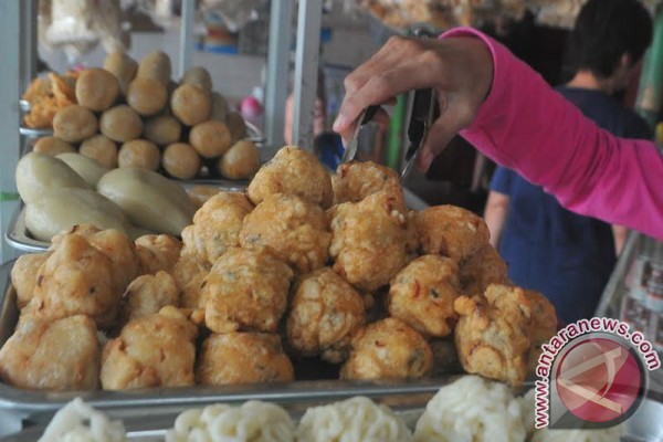 Pemesanan pempek Palembang meningkat jelang Imlek