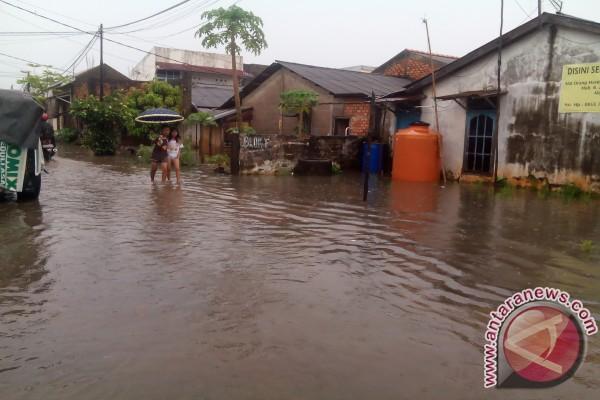 Hujan dua jam Palembang kebanjiran