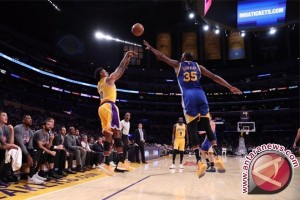 Warriors ungguli Cavs 2-0 di final NBA