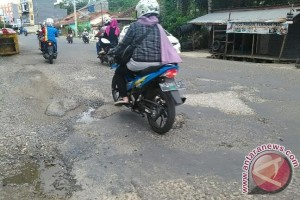 Pemudik keluhkan kerusakan jalan arah Sukoharjo Lampung