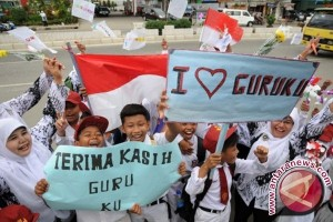 Puluhan sekolah diliburkan pada peringatan Hari Guru Nasional