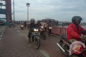 Kebiasaan pengendara sepeda motor rebut hak pejalan kaki
