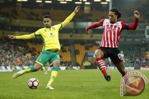 Swansea rekrut bek Swedia Olsson