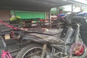 Gara-gara merokok sepeda motor hangus tebakar