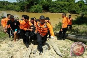 Tim Basarnas evakuasi korban