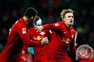 Leipzig bantai  10 pemain Frankfurt 3-0