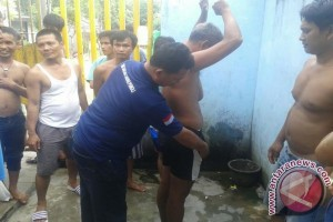 Petugas rutan Baturaja Razia kamar narapidana