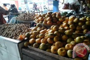 Pasca Imlek harga buah jeruk tetap tinggi