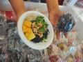Pelaku usaha menunjukkan produk mie hitam produksinya pada Festival Mie Palembang di Palembang Icon, Sumsel, Rabu (8/2). Festival Mie yang berlangsung pada 8-12 Februari 2017 diikuti 18 pelaku usaha kuliner mie yang bertujuan untuk memperkenalkan produk usaha kecil menengah sekaligus memeriahkan perayaan Imlek dan Cap Go Meh 2568. (Antarasumsel.com/Feny Selly/Ag/17)