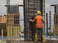 Pekerja menyelesaikan pembangunan Jembatan Musi VI di kawasan 2 ulu Palembang, Sumatera Selatan, Senin (27/2). Pembangunan Jembatan Musi VI yang menjadi sarana prioritas dan penunjang transportasi Asian Games 2018, saat ini telah mencapai 43 persen dan ditargetkan sudah rampung secara keseluruhan akhir tahun 2017.(Antarasumsel.com/Nova Wahyudi/dol/17)