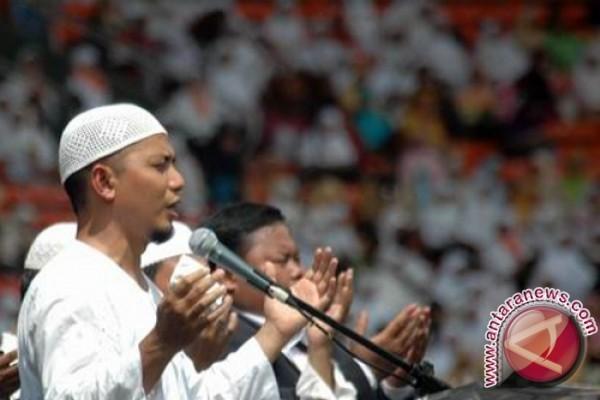 Ustad Arifin Ilham bahagia dzikir bersama 112