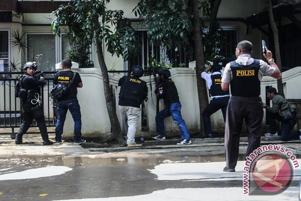 Pelaku Bom bersembunyi di kantor kelurahan