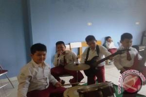 Bermain musik tempat menuangkan kreativitas anak