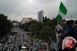 Massa datangi parlemen tuntut penonaktifan Ahok
