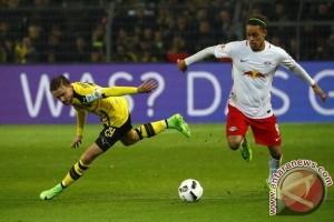 Penyerang Leipzig Poulsen absen enam pekan karena cedera