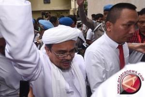 Rizieq Shihab bawa tesis saat diperiksa polisi
