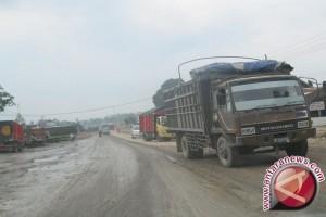 Sejumlah jalan hancur di Indragiri Hulu