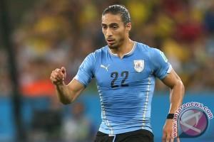 Bek Uruguay Caceres bergabung dengan Uruguay
