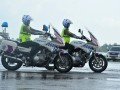 Dua Polisi Wanita (Polwan) Berkendaraan Motor (Ranmor) pada simulasi pengawalan VIP dan VVIP pada penutupan Safety Riding and Driving Escape VVIP/VIP Course di Pangkalan Udara Sri Mulyono Herlambang Palembang, Sumsel, Jumat (17/3). Sebanyak 148 profesional gabungan dari Polri, TNI, Kejaksaan, DPRD dan Daerah tingkat II turut serta mengikuti kursus singkat yang bertujuan meningkatkan kemampuan pengawalan bagi VIP jelang Asian Games 2018 mendatang. (Antarasumsel.com/Feny Selly/Ag/17)