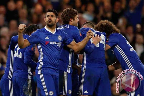 Chelsea pelihara keunggulan tujuh angka
