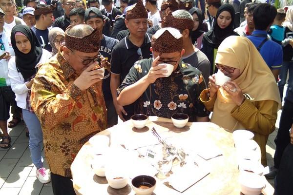 4.000 gelas kopi gratis di Ngopi Saraosna