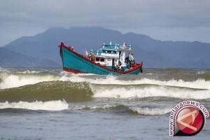 Pasang laut membalong lebih dua meter