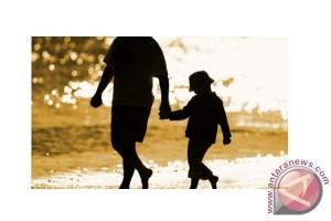 Ayah juga berperan bagi pertumbuhan anak