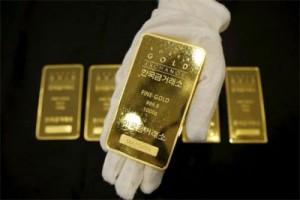 Emas berjangka naik ditopang melemahnya dolar AS