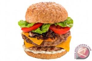 Mencicipi burger ala Dian Sastrowardoyo di restoran MAM