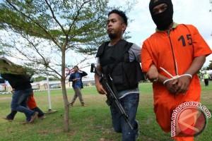 Seorang pria mengaku bawa bom, langsung ditahan