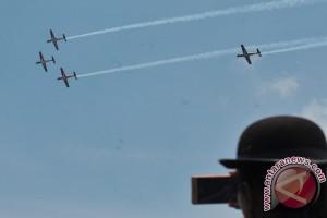 Aksi Tim Aerobatik Jupiter di Palembang