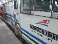 Petugas melakukan pemeriksaan pada salah satu lokomotif kereta milik PT Kereta Api Indonesia (KAI) (Persero) di depo Stasiun Kertapati Palembang, Sumsel, Kamis (30/3). Pada masa angkutan lebaran yang ditetapkan PT KAI selama 22 hari yaitu 15 Juni hingga 6 Juli 2017, PT KAI Divre III menyiapkan 59.444 tempat duduk atau 2.702 tempat duduk perharinya dengan relasi Stasiun Kertapati-Tanjung Karang dan Kertapati-Lubuk Linggau untuk semua kelas yang mulai dapat dipesan H-90. (Antarasumsel.com/Feny Selly/Ag/17)