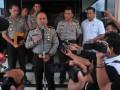 Kapolda Sumatera Selatan Irjen Pol Agung Budi Maryoto (tengah) memberikan keterangan pada Wartawan terkait peristiwa penembakan warga di Kota Lubuk Linggau Sumsel di Mapolda Sumsel Palembang, Rabu (19/4). Kapolda mengakui kejadian penembakan tersebut tidak dapat dibenarkan dan berjanji menanggung biaya pengobatan korban penembakan. (Antarasumsel.com/Feny Selly/Ag/17)