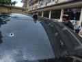 Pewarta mengambil gambar kondisi mobil yang menjadi barang bukti kasus penembakan mobil oleh polisi di Lubuk Linggau, di Mapolda Sumsel, Palembang, Jumat (21/4). Barang bukti tersebut diserahkan kepada Direktorat Khusus Kriminal Umum Polda Sumsel untuk diperiksa sebagai bahan penyelidikan kasus penembakan oleh polisi yang mengakibatkan satu korban tewas dan enam korban luka-luka. (Antarasumsel.com/Feny Selly/Ag/17)