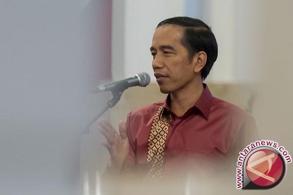 Patung lilin Jokowi sudah berganti baju batik