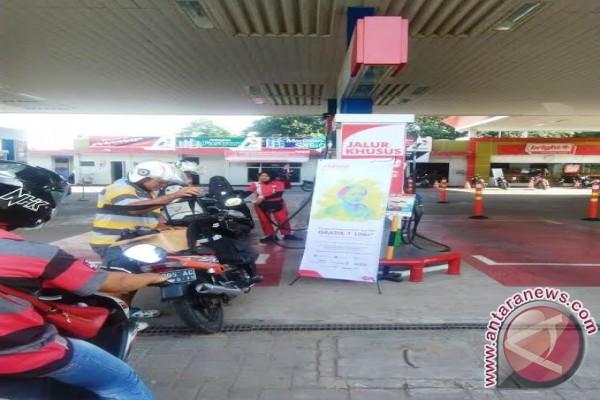 Wanita dapat gratis satu liter fuel series
