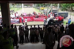 Buruh datangi DPRD Sumsel terkait dugaan PHK