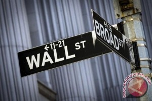 Wall Street berakhir turun di tengah sejumlah data ekonomi