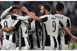 Juventus terus memberi tekanan kepada Napoli