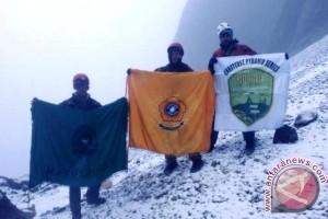 Pendaki Mafesripala Unsri sukses taklukkan puncak Carstenz